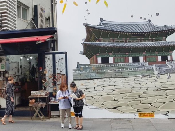 Essence of the Traditional & Modern Korea in a day - Seoul Private tour