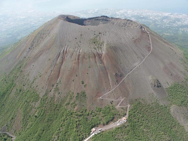 Pompeii Vesuvius and Wine Tour 4/8 persons