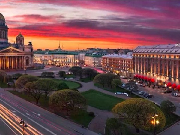 Saint-Petersburg City Center Evening Walk