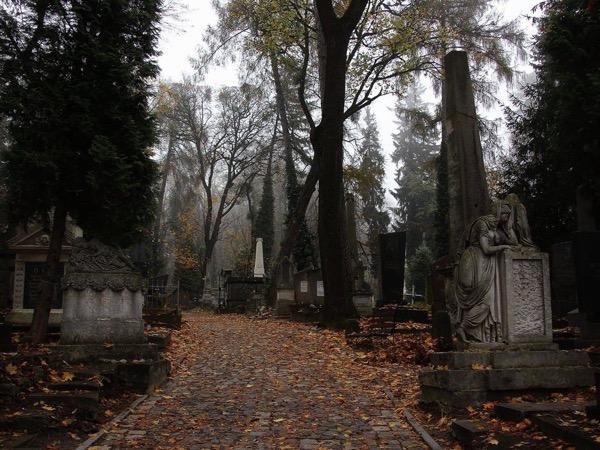 Lychakiv Necropolis Private Walking Tour