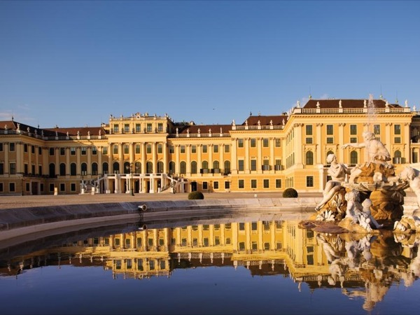 Guided tour of Schoenbrunn palace
