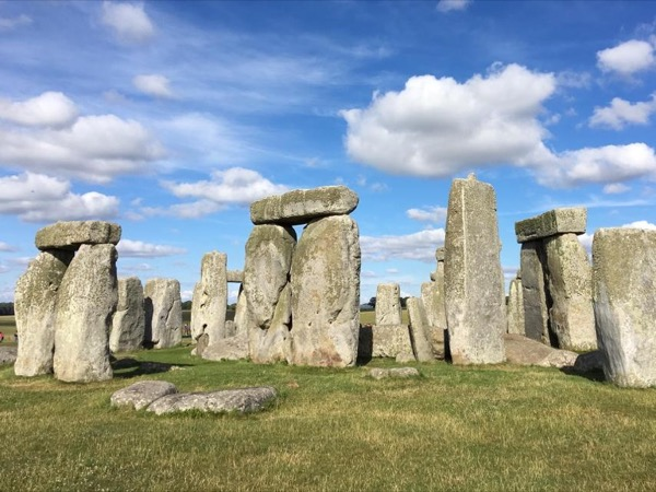English Countryside Stonehenge and Salisbury Cathedral Privite Day Tour
