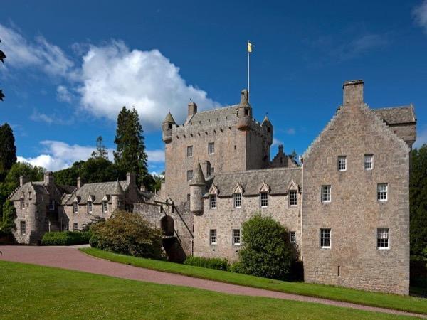 Cawdor Castle, Clava cairns and Culloden Battlefield
