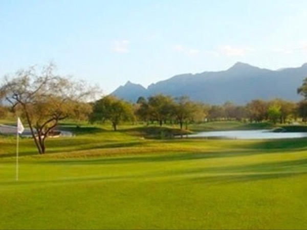 Santiago city tour and Golf camp -Training in a private tour