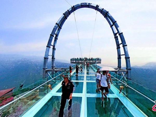 Shilin Gorge Glass Platform and Beijing Ancient City Wall Tour