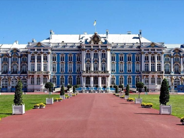 Private tour to Catherine's Palace and Amber room.
