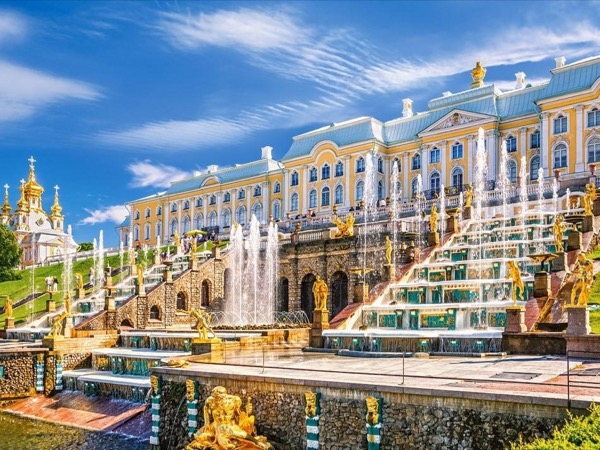 Private tour to Peterhof.