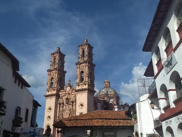 Charming mining town of Taxco and the natural wonder of the Cacahuamilpa Caverns
