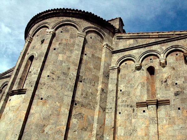 Pisan Romanesque e-bike tour with oil & food tasting