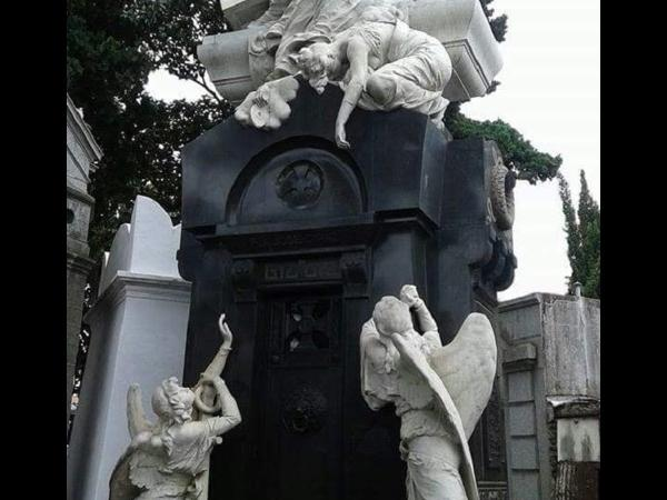 Recoleta Cemetery and Surroundings