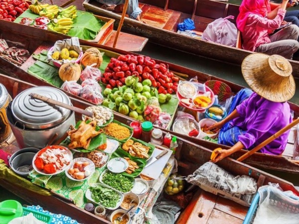 From Bangkok: Floating Market and Train Market Private Tour