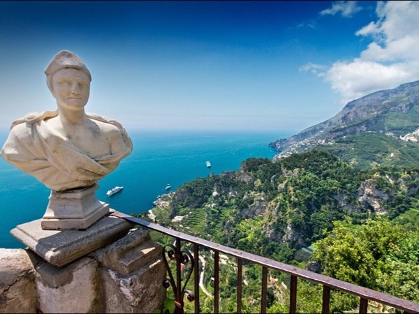 Day tour : Pompeii and the Amalfi Coast (Pompeii - Sorrento - Positano) from 4 up to 8 people