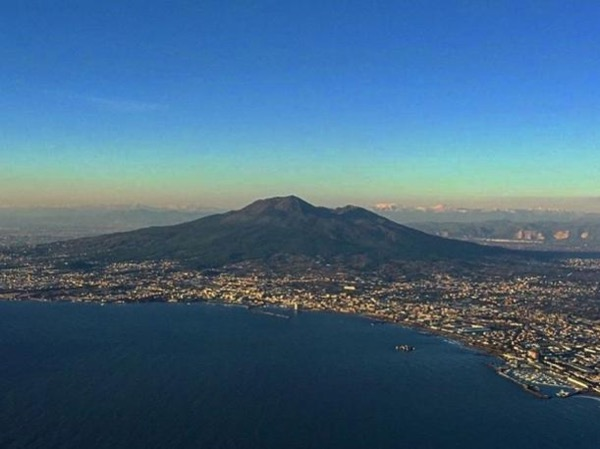 Climb and explore: Vesuvio and Pompeii