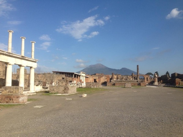 Pompeii with private car service - a time trip with an expert in Archeology - Skip the line