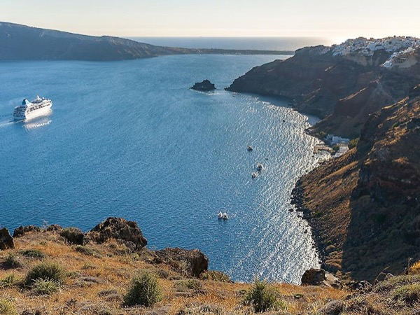 The Two Sides of Santorini - Private Tour
