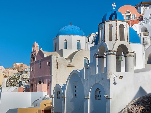 Ancient Akrotiri and Stunning Oia in a 5 hour Private Tour