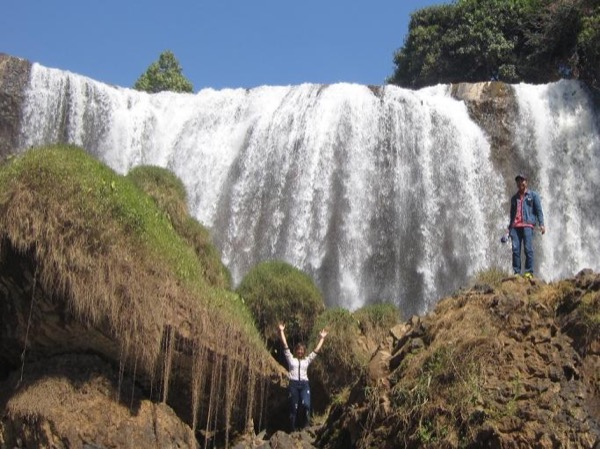 Visit 3 waterfalls in one day by private car