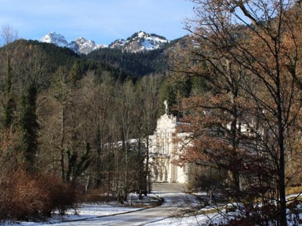 Private Royal Castle Linderhof and Oberammergau City Tour