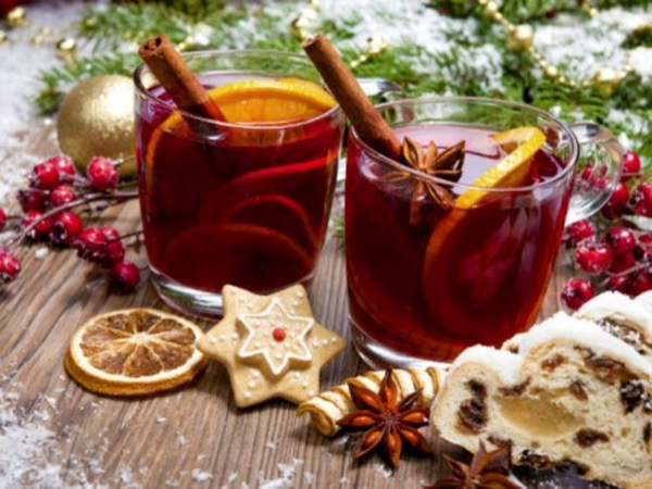 Budapest Christmas Markets and Mulled Wine Tour