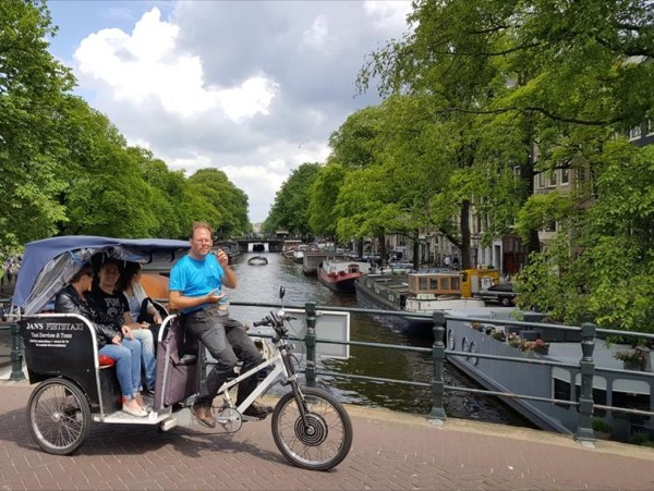 2-hours tour of Amsterdam by rickshaw