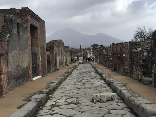 Pompeii and Herculaneum: the archeological tour