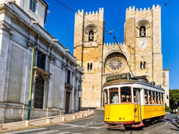 Lisbon's Heritage and Modernity Full Day Private Tour
