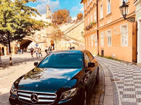 Prague all inclusive by limousine or minivan