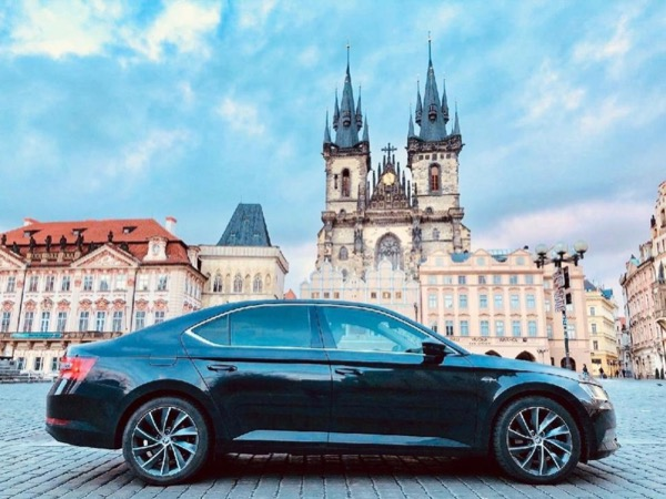 Getting to know Prague by limousine or minivan