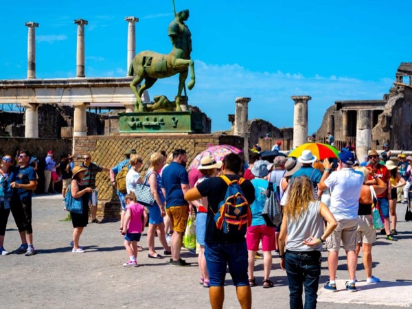 Pompeii, Oplontis and Herculaneum full day tour by train with an Archaeologist - skip the line