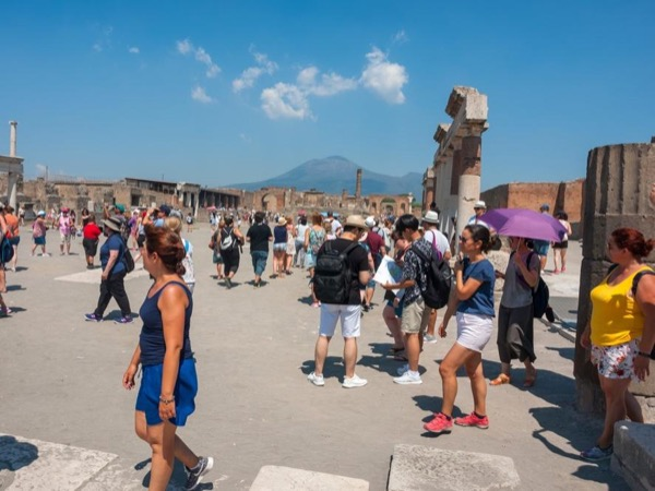 Pompeii & Herculaneum walking tour led by an Archaeologist
