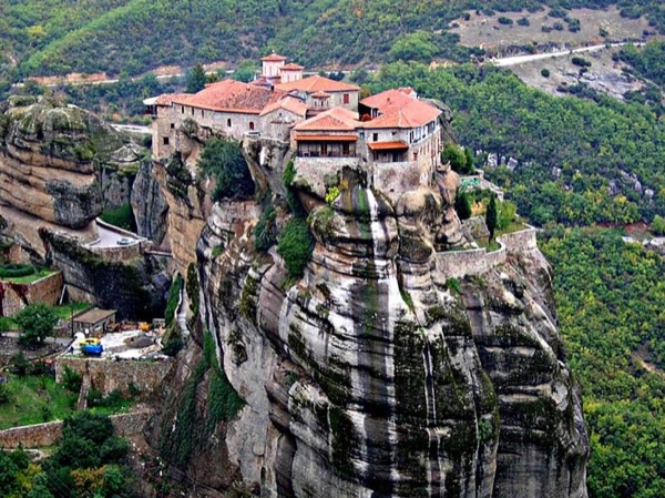 Meteora monasteries private tour by minivan