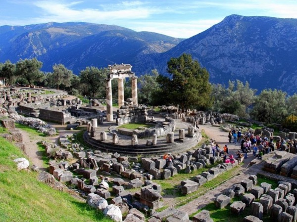 Delphi private tour by minivan