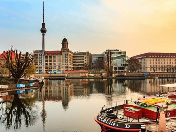 Best of Berlin ~ TOP Attractions & Historical Sights in one-day!