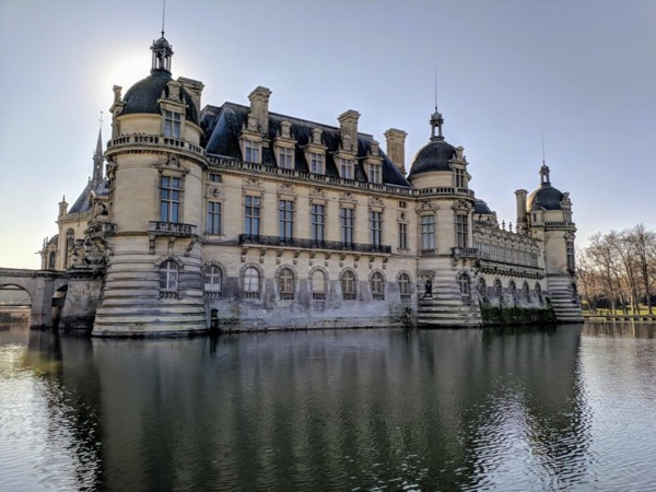 Discover the chateau of Chantilly, the true fairy tales castle on the outskirts of Paris