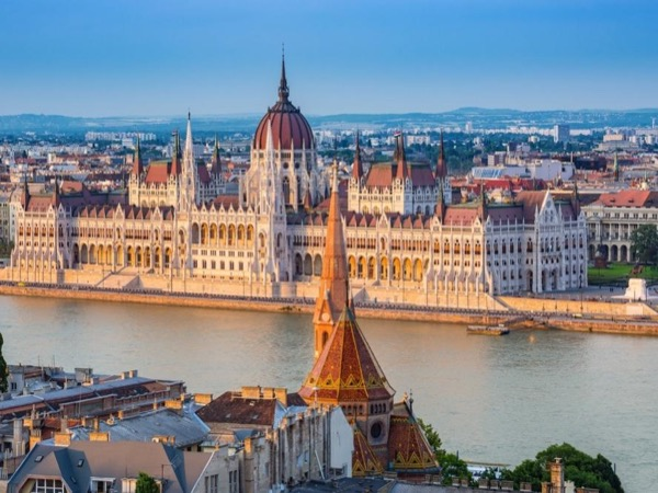 Private Beautiful Budapest full day city discovery tour by car