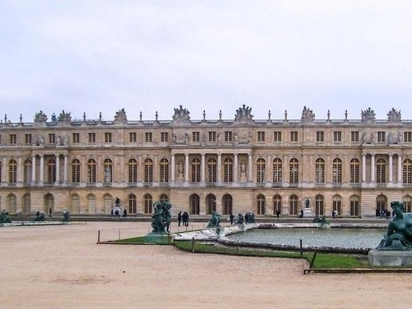 Half Day Trip from Paris: Private Walking Tour of the Palace and Gardens of Versailles