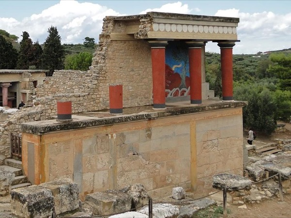 Knossos Palace, Heraklion Archaeological Museum & Short Delicacy Break
