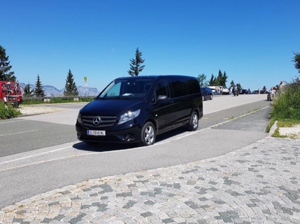 Private Custom transfer Tour service from Vienna to Salzburg with sightseeing on the way!