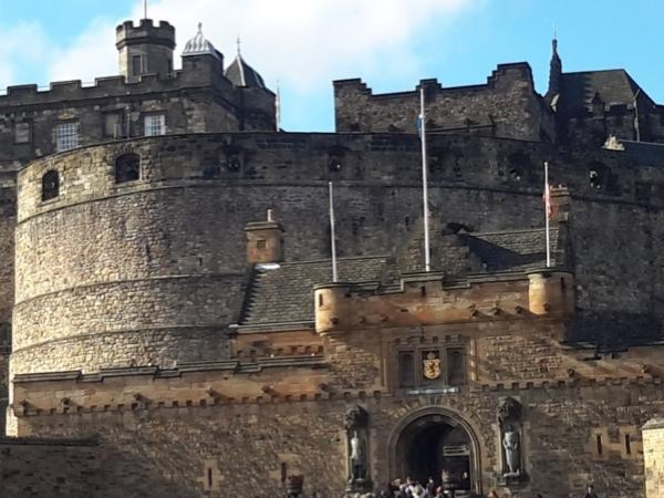 Introduction to Edinburgh Castle and adjacent Royal Mile Private Tour
