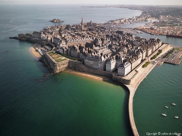 Walking private city tour in Saint Malo