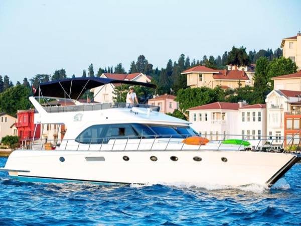 Private Yacht Tour in Bosphorus Strait between two Continents