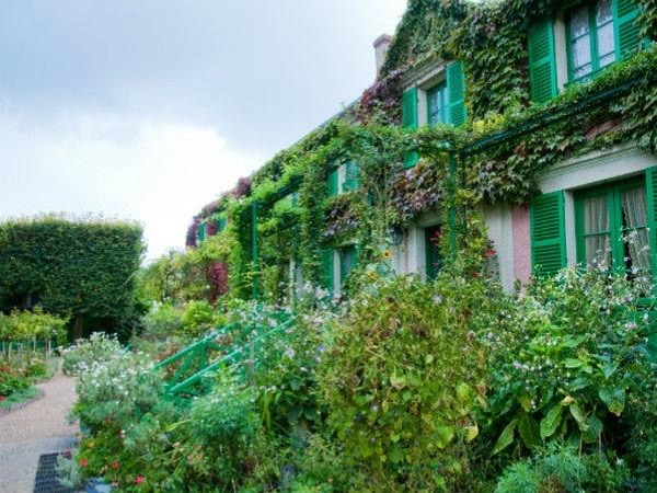 Giverny and Versailles Private Guided Tour
