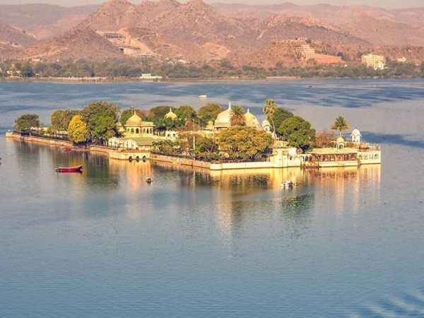 Experience Short Trip to Udaipur city Palace Museum with Jagmandir Island