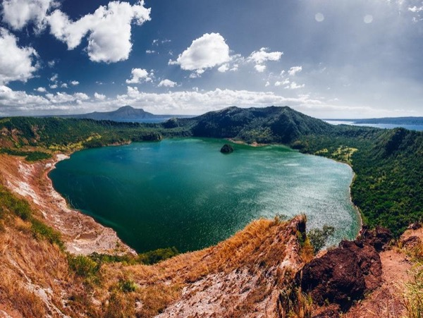 Taal Volcano and Tagaytay Full Day Tours