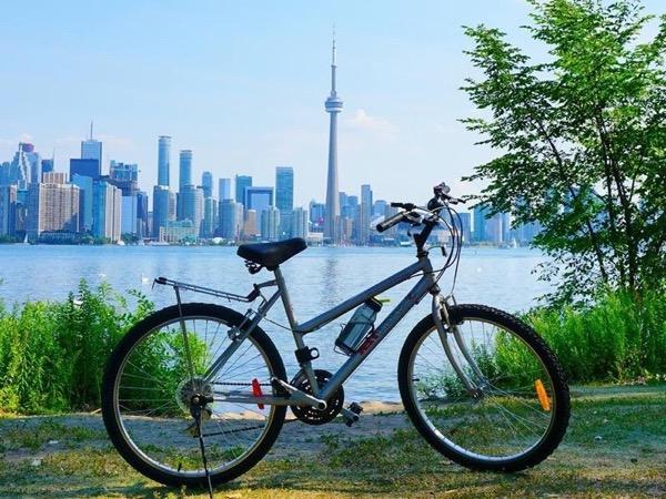 Biking on the Toronto Islands Private Tour