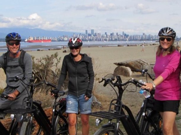 Sunset Seawall E-Bike Tour w/Wine and Cheese on the Beach!