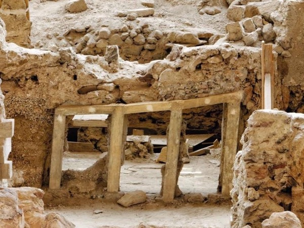 Travel Through Antiquity, Akrotiri Private Guided tour
