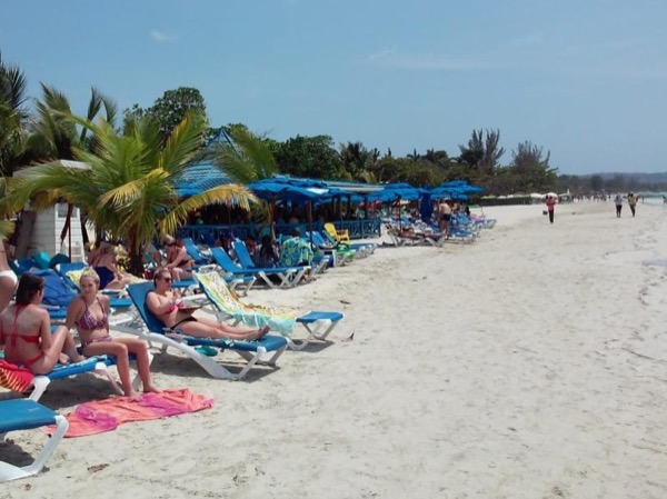 Negril 7 miles beach and Rick's Cafe awaits you. Day Tour