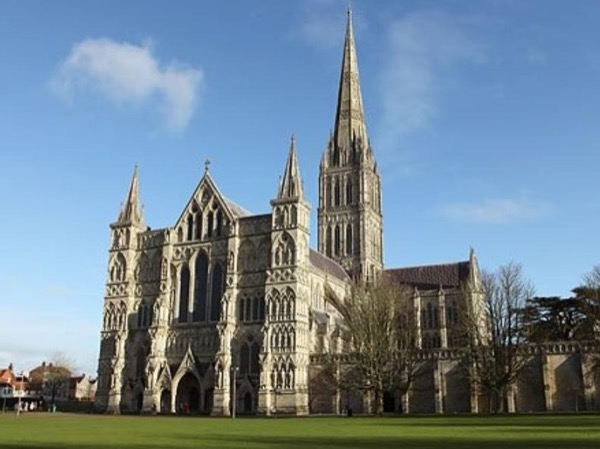 Stonehenge and Salisbury Cathedral in a Day