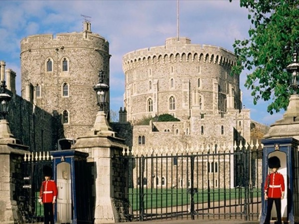Windsor Castle, Eton and Runnymede Day Tour